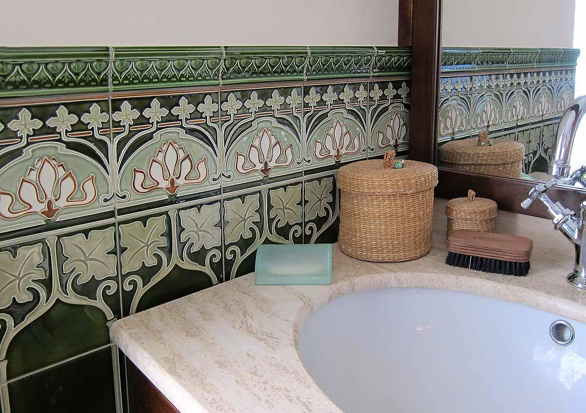 Wall tile art nouveau wine leaves von replicata replikate for Salle de bain art nouveau
